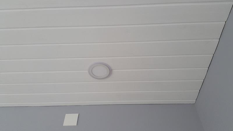 Вагонка из сосны на потолке