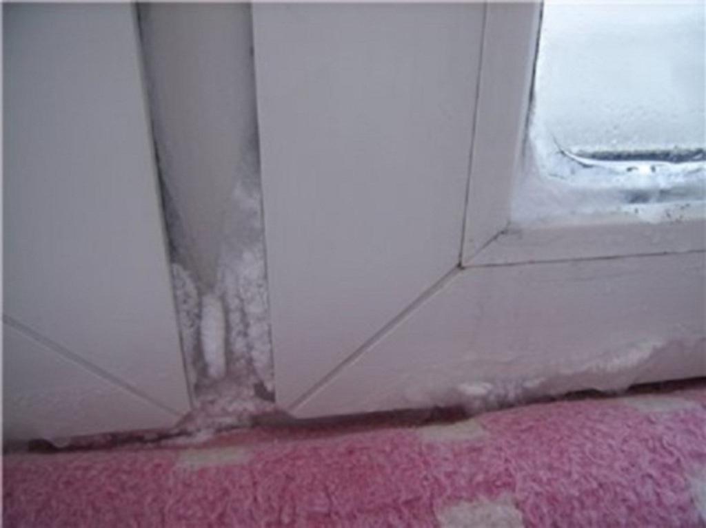 Пластиковые окна на лоджии промерзают
